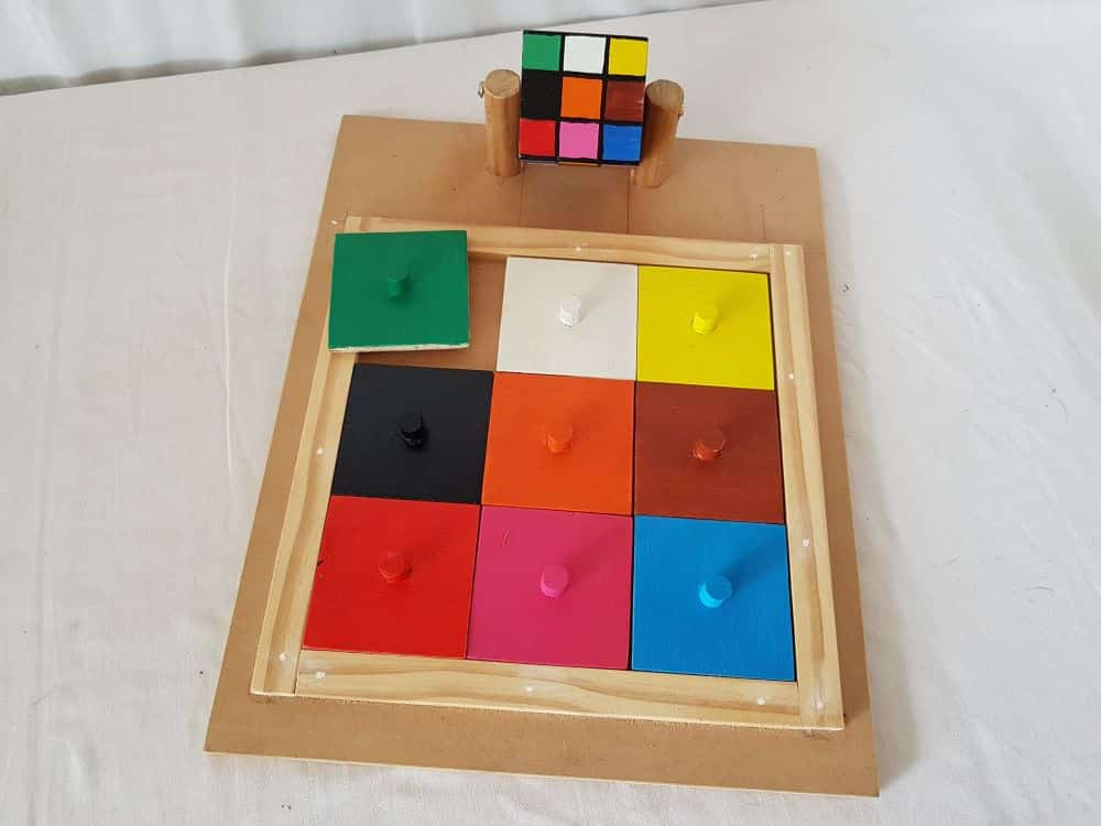 Cube matching puzzle - colours