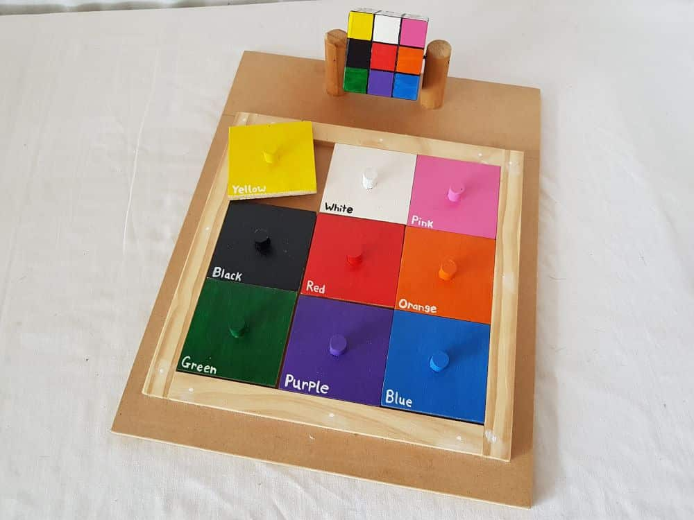 Cube matching puzzle - colours - words